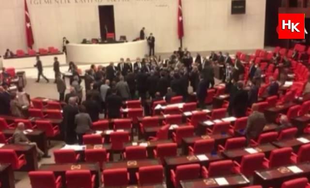 Mecliste gergin anlar! AK Parti – CHP gerilimi sonrası oturuma ara verildi
