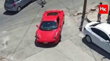 Ferrari arabasıyla çocukların hayallerini gerçekleştiriyor