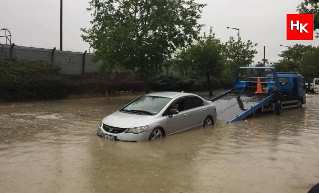 Ankara 'da sağanak, sele neden oldu!