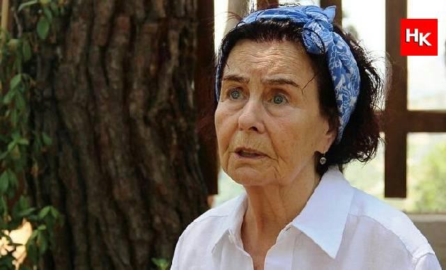 Usta oyuncu Fatma Girik'ten üzücü haber! Hastaneye kaldırıldı